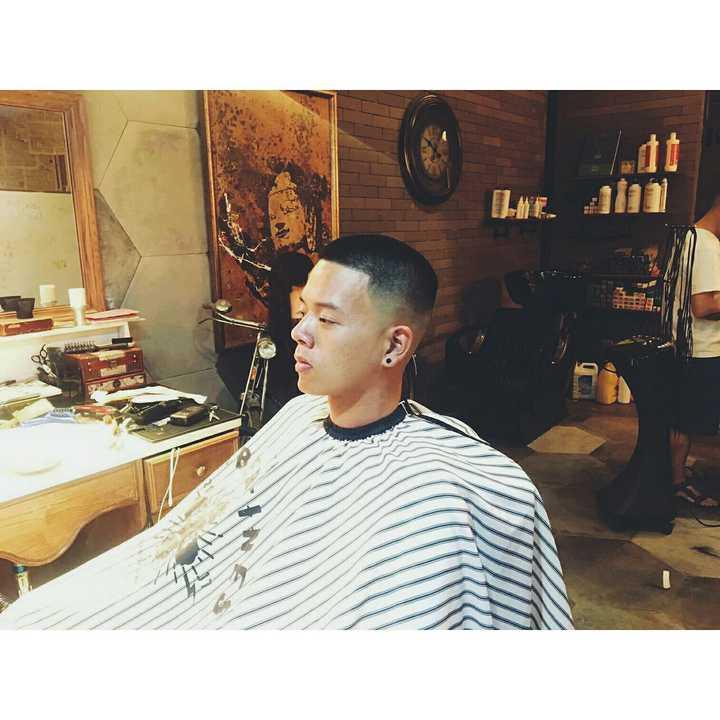 很多理发店都说亚洲人发质剪不了黑人的那种美式寸头,我终于是找到一