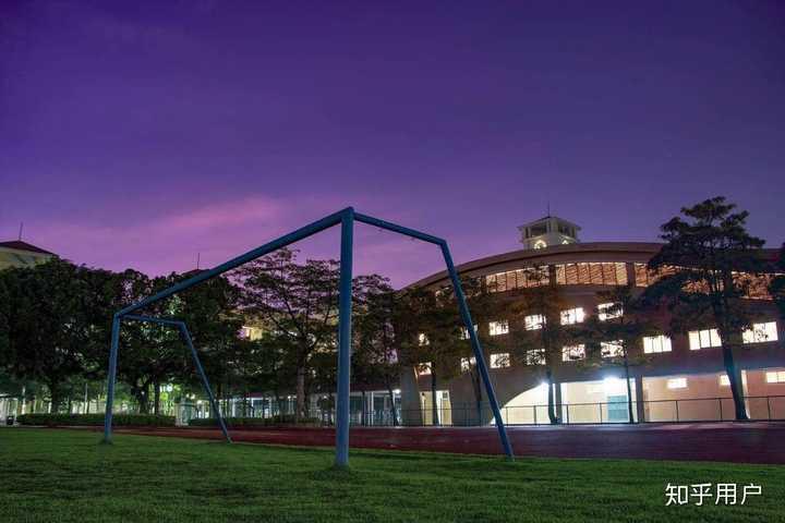 在东莞市光明中学高中部就读是样的v中学?广饶的高中图片