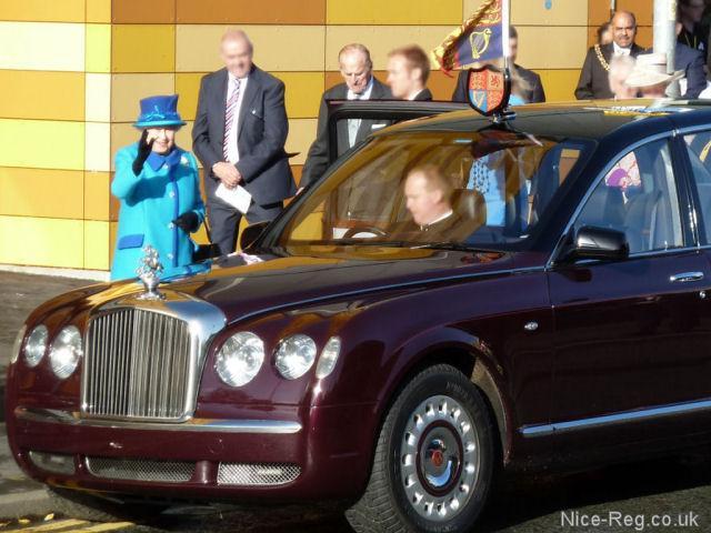 大使馆的车.   有些外国使馆的车牌号中选用代表国家名称的高清图片