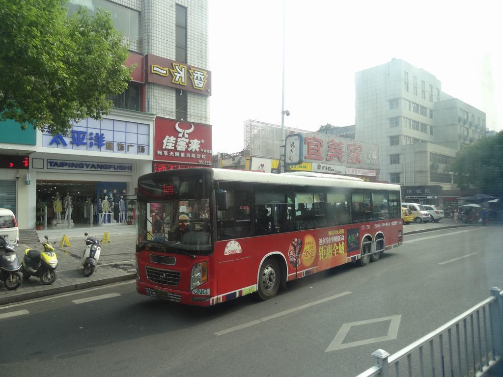 重庆/宜昌公交:2008年4月24日,总公司投资1300多万元,从重庆恒通...