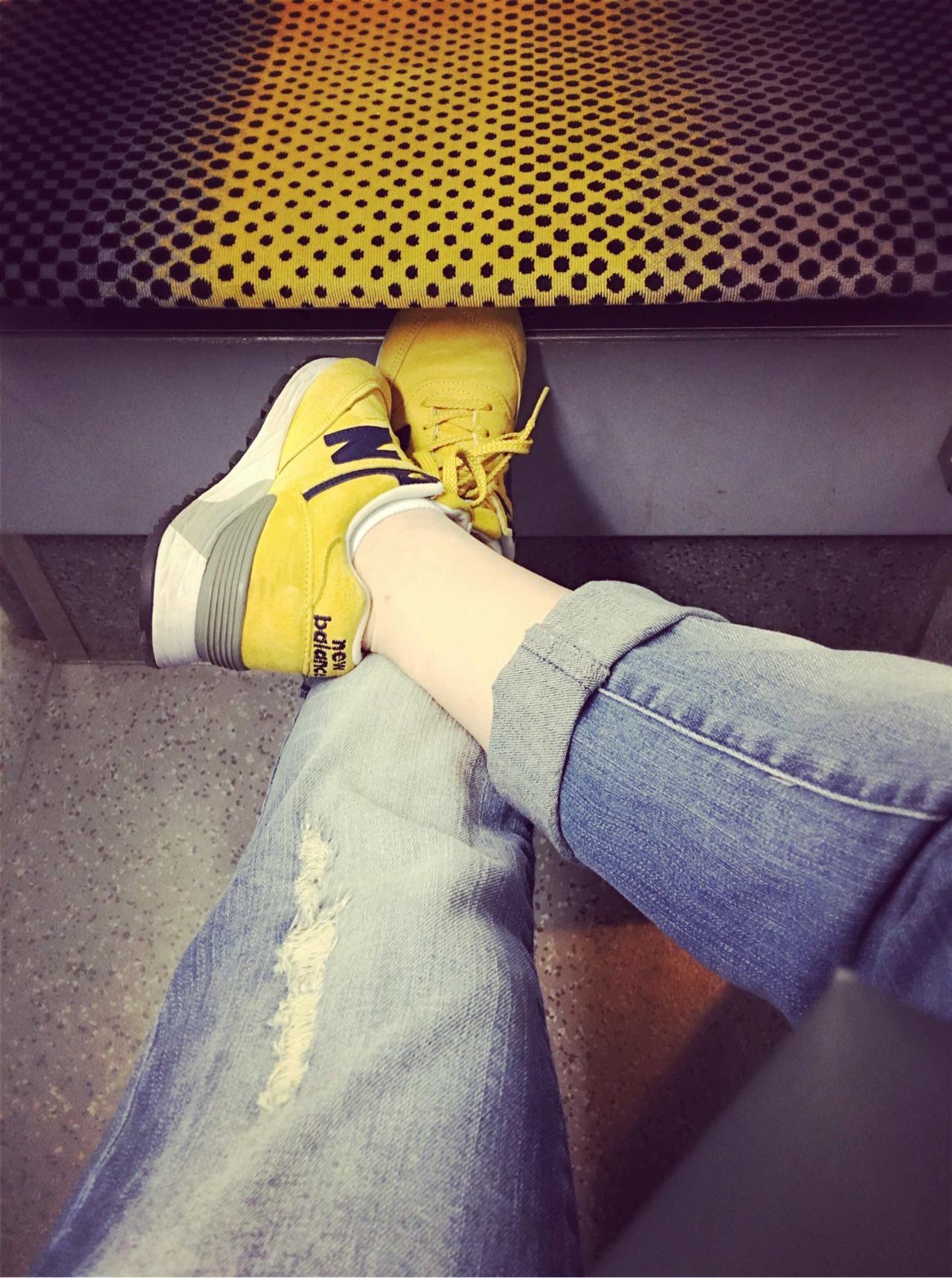 有哪些穿着好看、女生舒服的屁股运动鞋品牌/想样式看女生图片