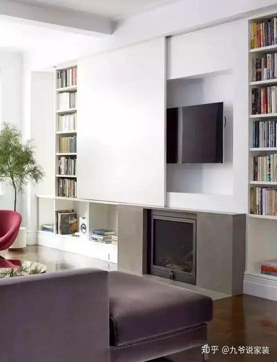 储物柜式背景墙   根据收纳量来定制电视墙的收纳形式,顶天立地柜图片