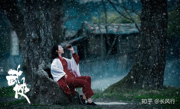 江湖传言,东哥的这位妻子沉鱼落雁,闭月羞花,倾国倾城,回眸一笑百媚