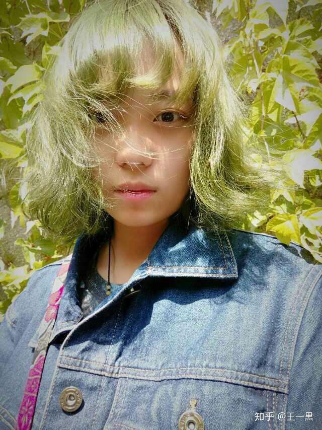 头发染得很夸张是种怎样的体验?图片