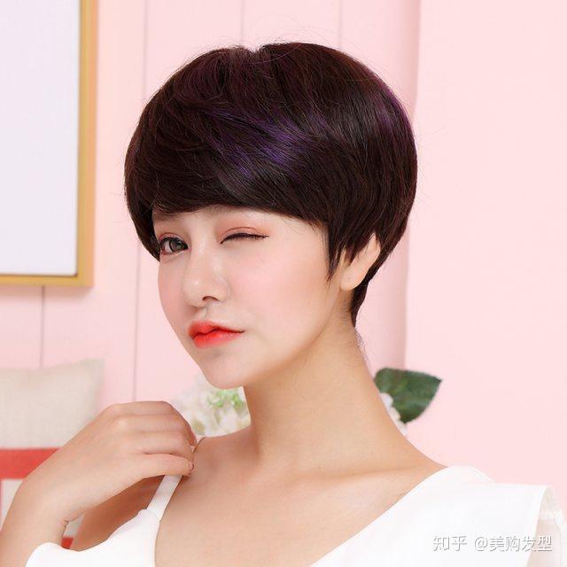 40岁的女人适合的这款齐肩发型将头发卷成轻微错落的卷曲,使得造型