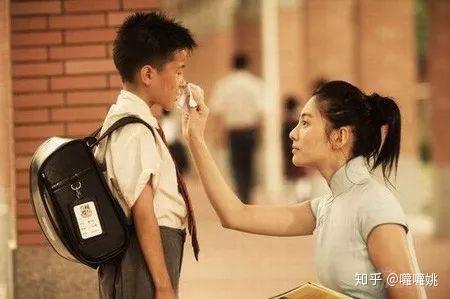 小男孩和女人电影_在《长江七号》里,徐娇还被观众认为是一个脏兮兮的小男孩 张雨绮便
