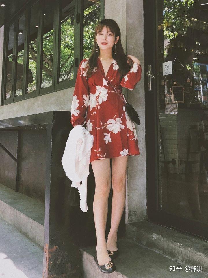 X表情女生穿A动漫字型?女生型腿包裙子qq图片