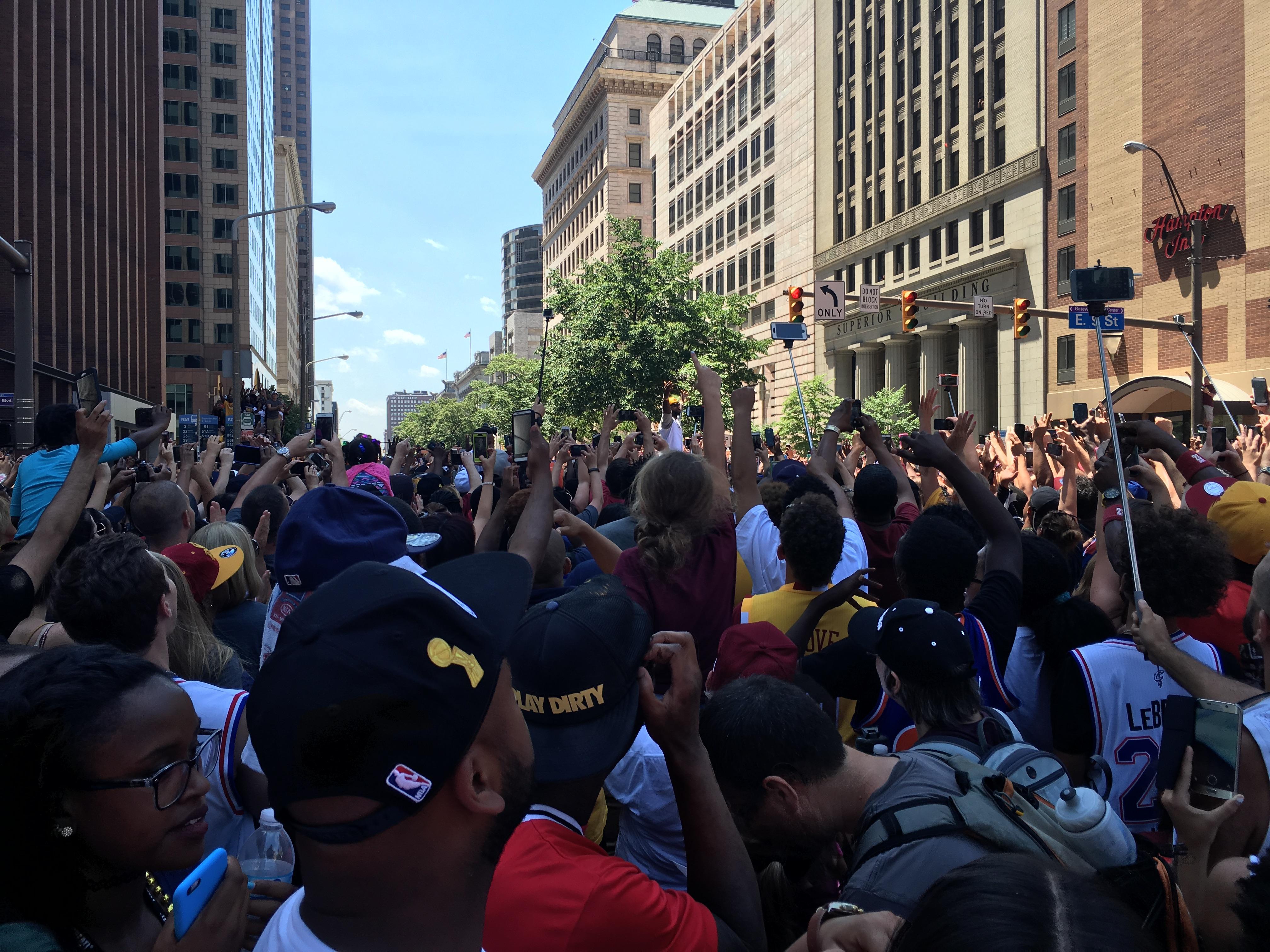 在克里夫兰参加 2016 年骑士 NBA 夺冠庆典是怎样一种体验?