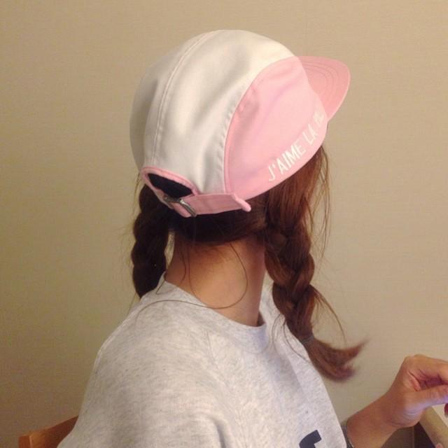 中长发女生怎样才能把棒球帽戴的好看?