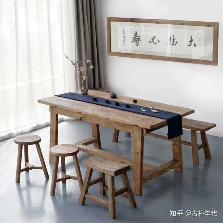 客厅打算做成一整面书柜,放长桌代替茶几餐桌,有什么比较好的搭配?