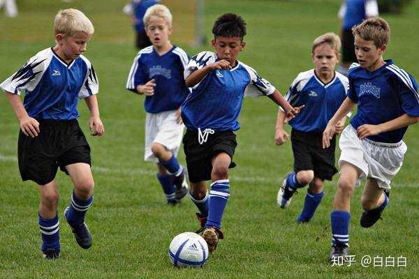 足球比赛时穿防滑鞋吗