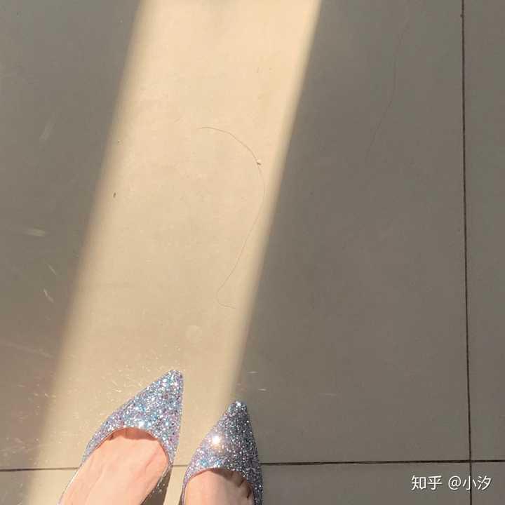 女子裹小脚和穿高跟鞋的性质一样吗?