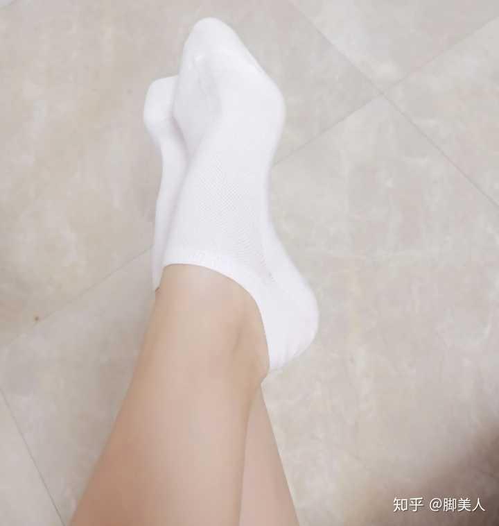 女生现在喜欢穿短袜,船袜,还是长袜?