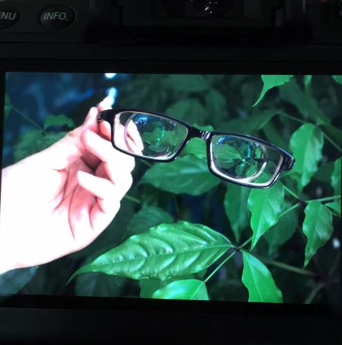 快2000度的近视眼,哪里能配到超薄的镜片,吴良材最薄的也要6mm,不要从镜片旁边能看到一圈圈纹的?