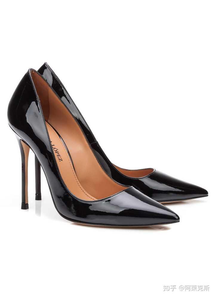 想送给闺蜜一双高跟鞋,今年是她18岁生日,有什么好鞋可以推荐的吗?