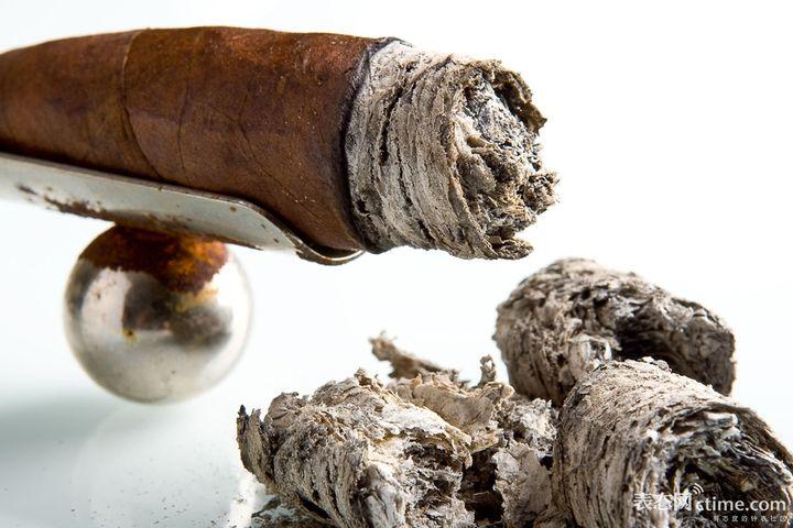 正确的抽雪茄方式是怎样的?(二)