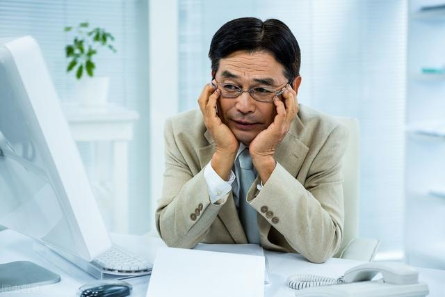 人到中年,连崩溃都要挑好时间和地方!找不到工作还能怎么赚钱?