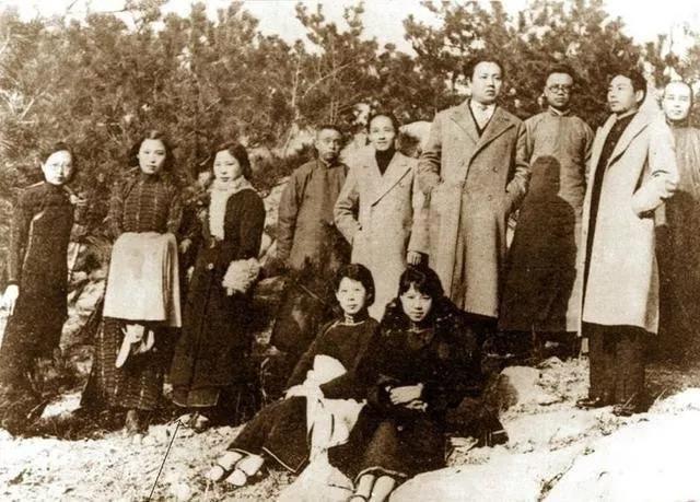 左三据说是当图书管理员的江青