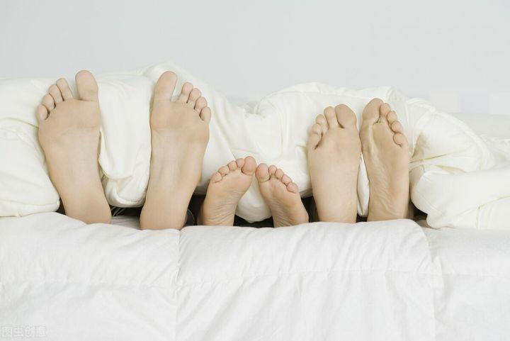 被子有霉味睡觉有害吗(如何去除被子上的霉味)插图(2)