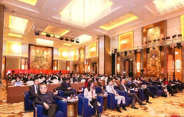 """南国董事长刘汉惜荣获""""新时代中国经济优秀人物""""大奖"""