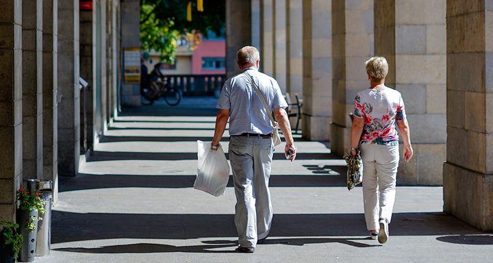 适合68岁老人的险种(65岁还可以买 这些百万医疗险)