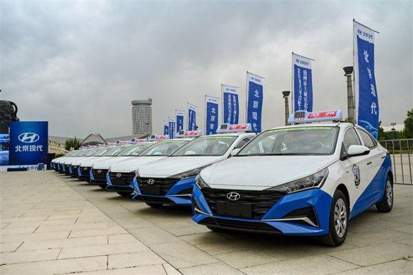 从城市引擎到城市名片 北京现代新款出租车交付沧州
