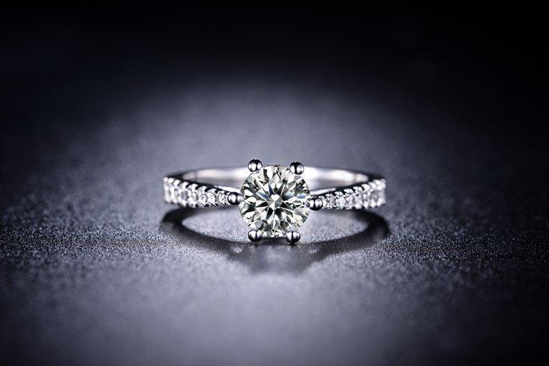 1克拉钻戒有多大_一克拉的钻石到底多少钱?看完这个买才划算! - 知乎