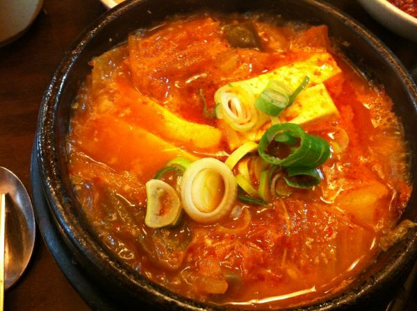 韩国什么东西最好吃_韩国朋友送了些泡菜,有什么好吃的做法? - 知乎