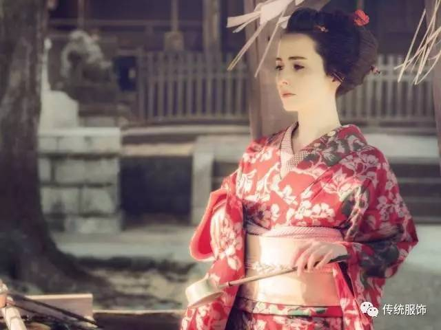 外国人穿和服不稀罕,高能的是会自己梳岛田髻! | 传统服饰审美速报