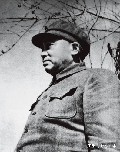 军史罕见!13万敌军逼近鸭绿江,彭德怀逆行进战区,带了13人