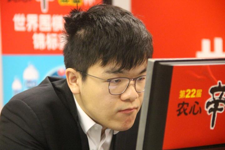 第 22 届农心杯申真谞战胜柯洁,以 5 连胜的战绩帮助韩国队夺冠,如何评价本场比赛?