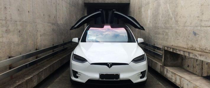 一苒试驾:特斯拉Model X,外星来客