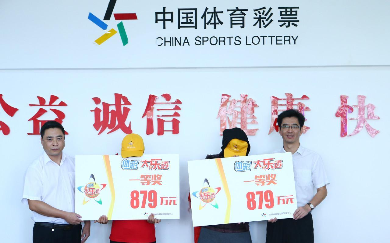为何中国人中彩票大奖都戴面具,而外国人却不戴?