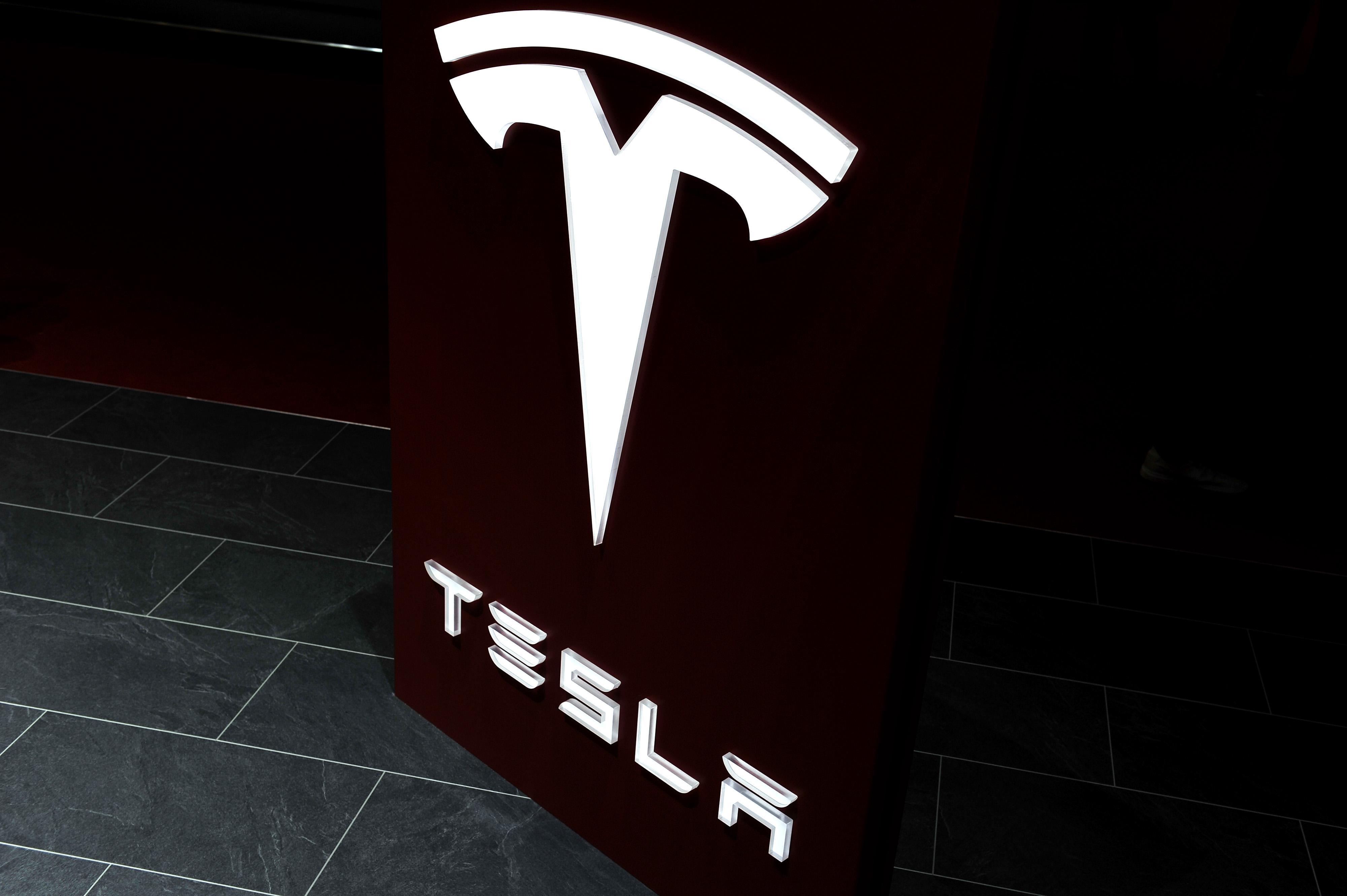 特斯拉 CEO 关于 Model X 的产品反思