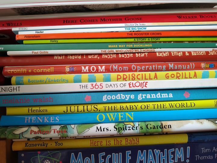 家里囤了很多英文绘本,其实七八岁孩子也可以去接触。