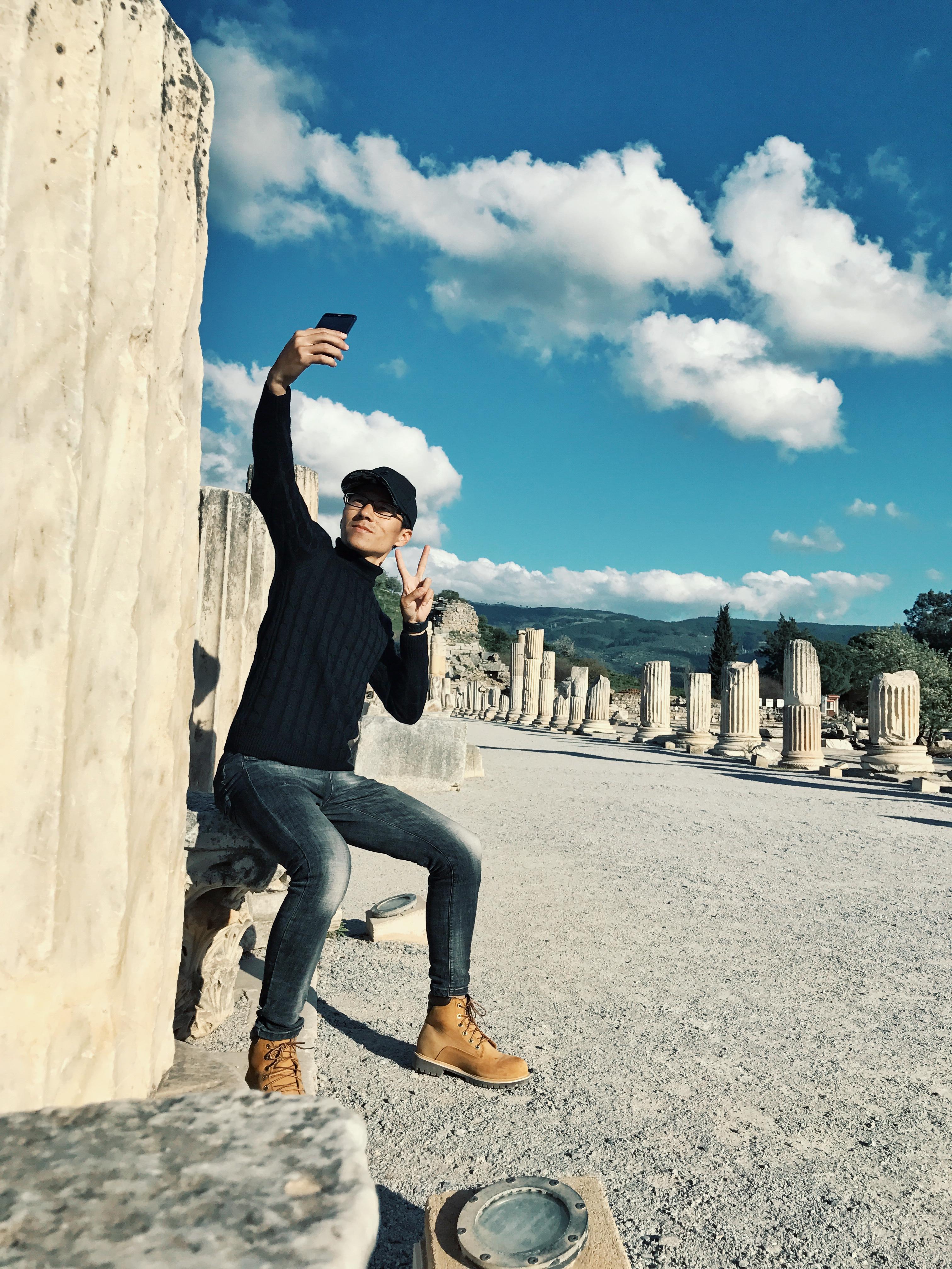拿着你给你的照片_手机在旅行中的高逼格自拍技巧 - 知乎