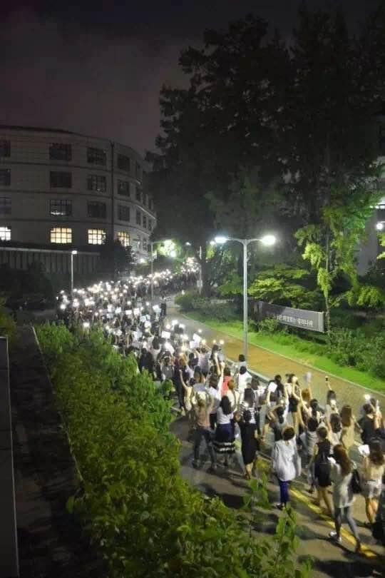 梨花女大的姑娘们是如何引爆韩国政局的?