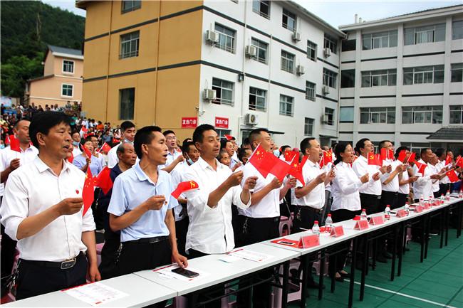 兴山县高桥乡隆重举办庆祝中国共产党成立100周年文艺汇演