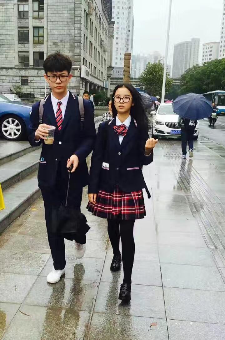 好看的校服_中国哪些中学有好看的校服?-知乎