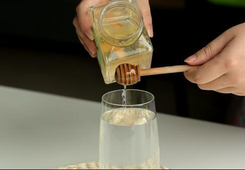7歲的女孩可以喝蜂蜜水嗎?孩子喝蜂蜜水嗎?