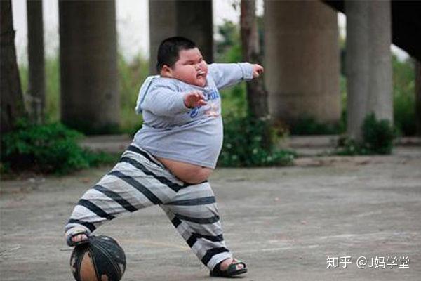 8岁男孩120斤,奶奶为帮助减肥想出妙招,网友评价:硬核奶奶