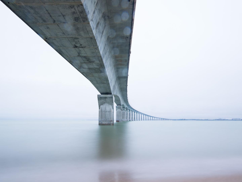 """海水那么深,跨海大桥的桥墩是怎么""""埋""""进去的?"""