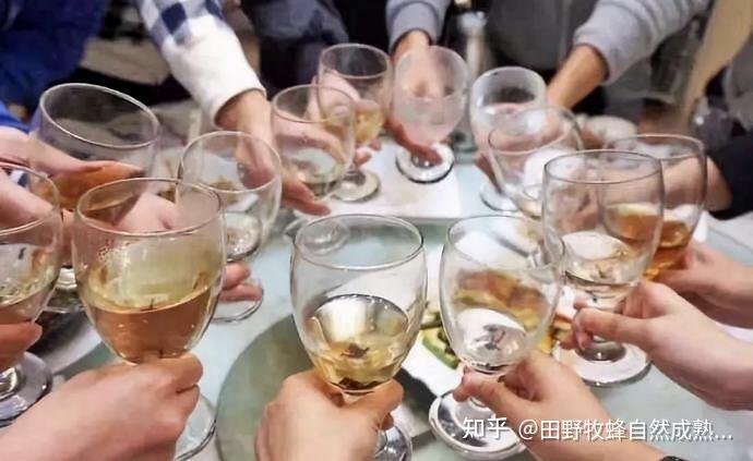 喝蜂蜜在喝酒前喝酒或喝酒?在喝酒前喝蜂蜜的作用是什么?