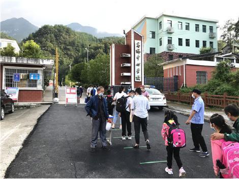 兴山县高桥乡中心学校新学期开学工作井然有序